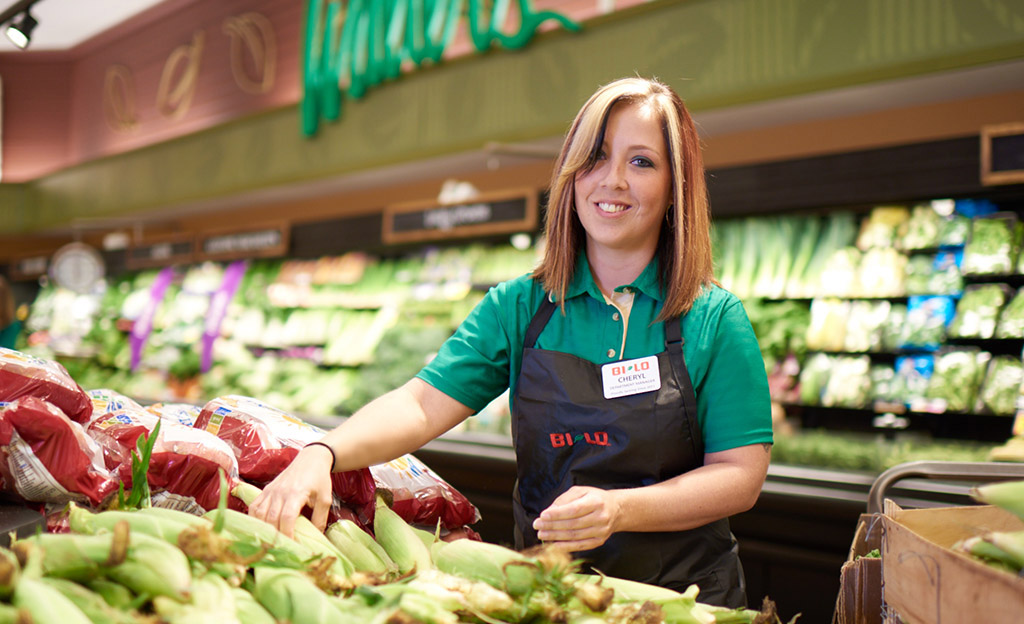 employees satisfaction at bi lo Big box retailer community involvement bonus program is a plus but is very hard to reach most periods so dont count on it for extra income.