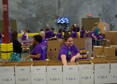 Team Members from Universal Orlando Resort volunteer in the community