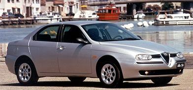 Sedan de quatro portas cinza Alfa Romeo