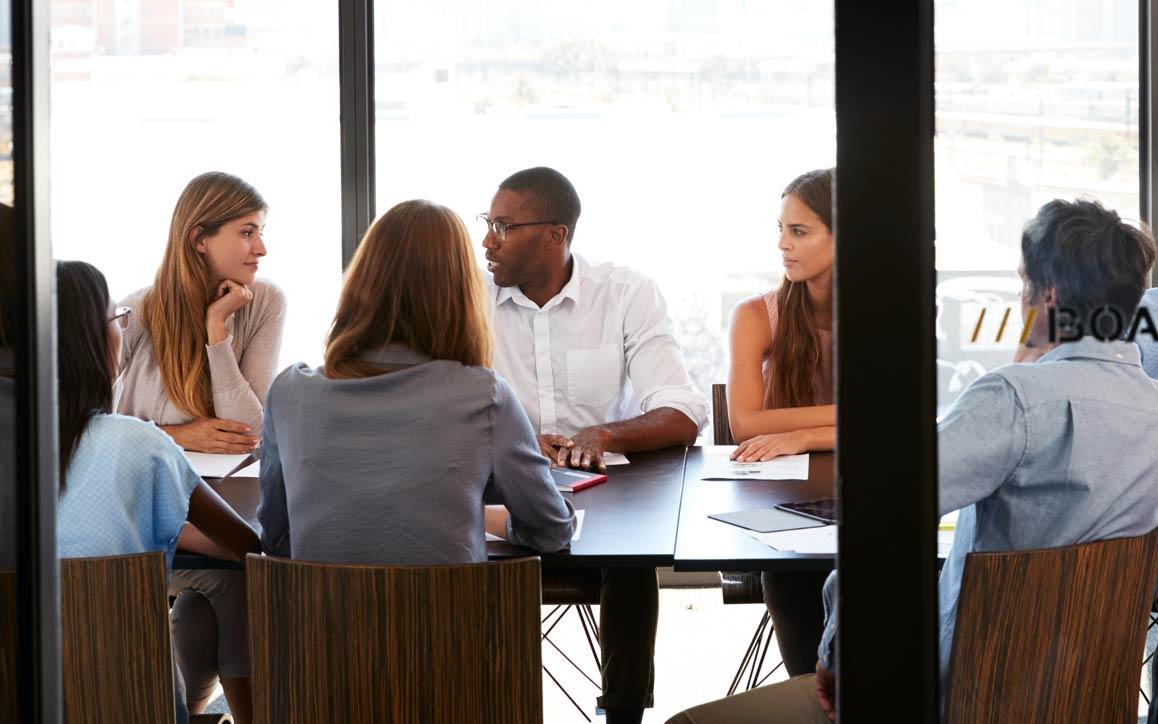 Grupo de funcionários em uma reunião