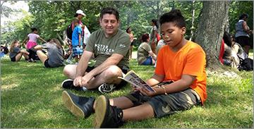 공원에서 어린이와 함께 읽는 FCA 직원