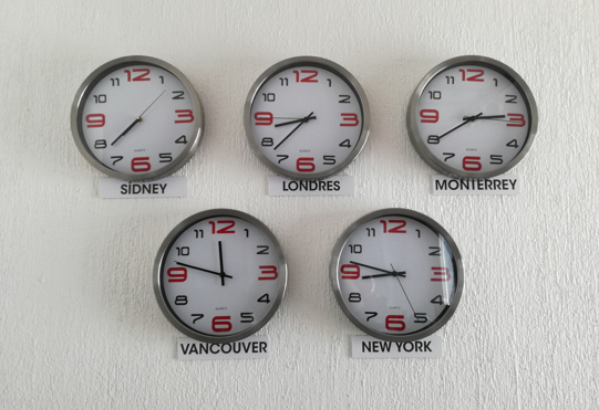 5 clocks showing world time zones