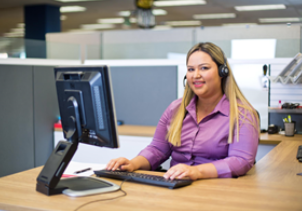 Sarahi working in a call center.