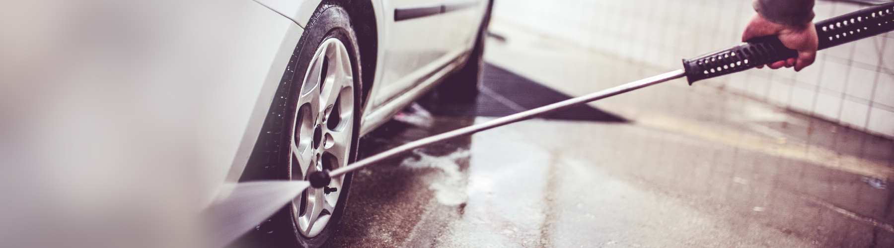 Car wheel cleaning with water spary