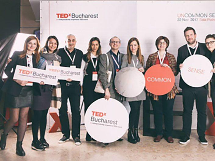 Un grup de asociați ADP care participă la TEDx București