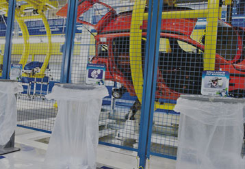 Línea de montaje de vehículos dentro de la fábrica de FCA