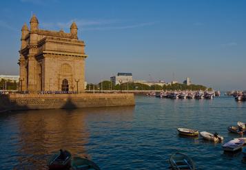 Entrata del monumento di Mumbai, India, al tramonto