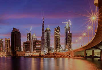 Perfil do centro de Dubai ao entardecer.