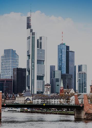 Vista do distrito financeiro de Frankfurt durante o dia