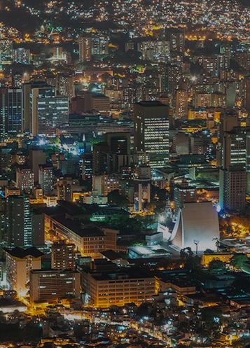 Vista aérea de las luces de la ciudad en Valencia, Venezuela