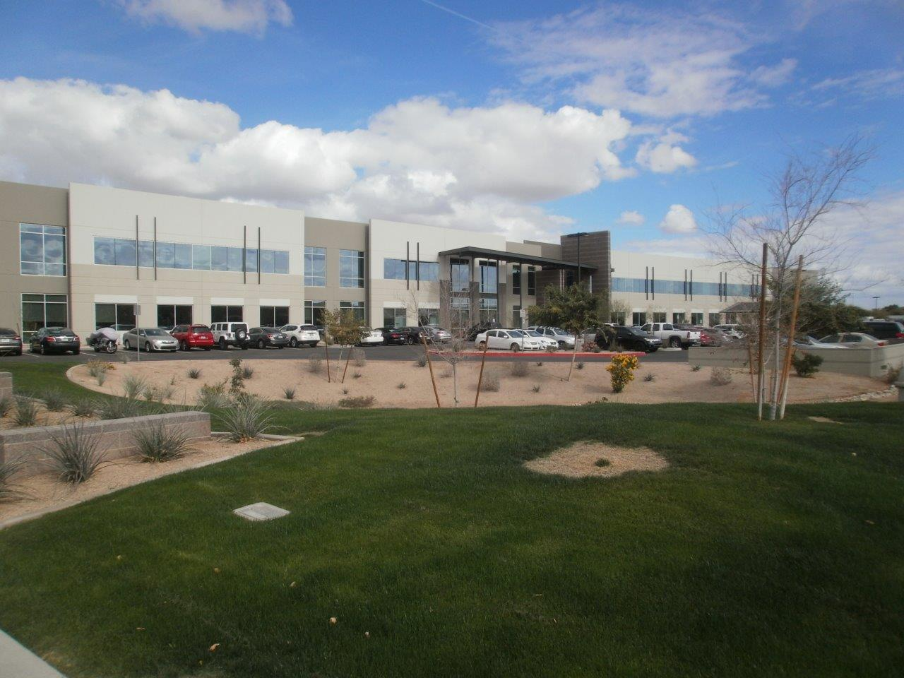 exterior view of Liberty Mutual Chandler , AZ office with green space and parking lot