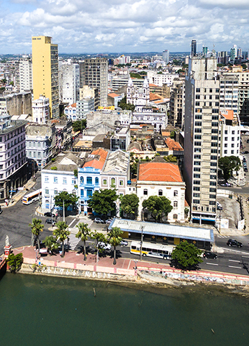 海岸沿いのブラジル レシフェの都会の景色。