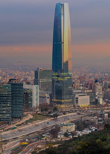 チリのグラントーレ・サンティアゴの高層ビルのスカイラインビュー