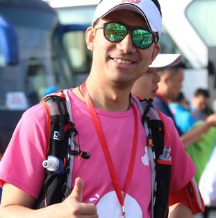 ADP associate wearing pink T-shirt and sunglasses