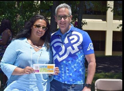 deux associés d'ADP participant à un événement cycliste Ride as One